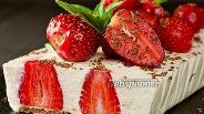 Фото рецепта Творожный торт с клубникой без выпечки. Видео-рецепт