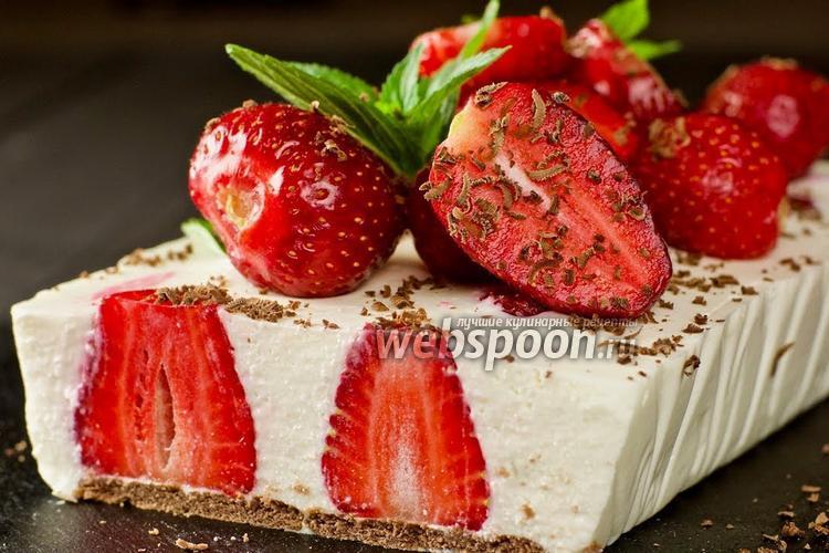Фото Творожный торт с клубникой без выпечки. Видео-рецепт