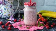 Фото рецепта Смузи с малиной и кокосовым молоком