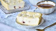 Фото рецепта Творожный сырник с вяленой вишней