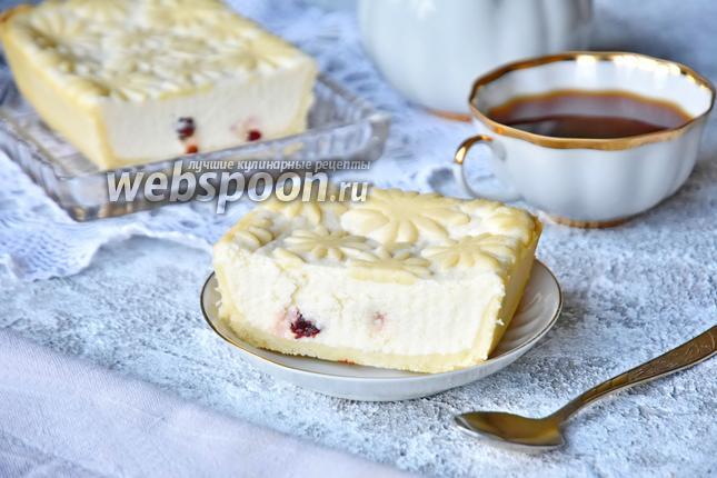 Фото Творожный сырник с вяленой вишней