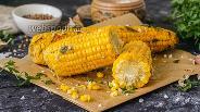 Фото рецепта Запечённая кукуруза в фольге в духовке со сливочным маслом и чесноком