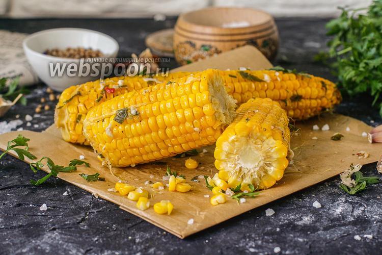 Фото Запечённая кукуруза в фольге в духовке со сливочным маслом и чесноком