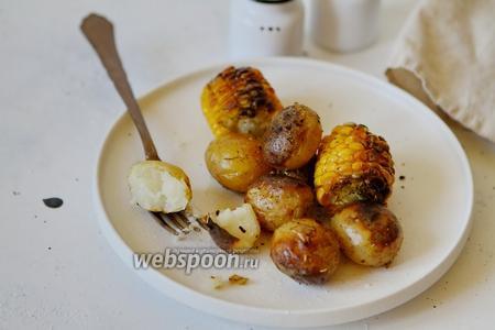 Молодой картофель запеченный с кукурузой