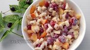 Фото рецепта Фруктовый салат с нектарином, малиной и йогуртом