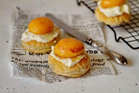 Мини-слойки с абрикосом и творожным сыром