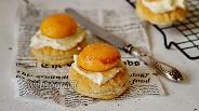 Фото рецепта Мини-слойки с абрикосом и творожным сыром