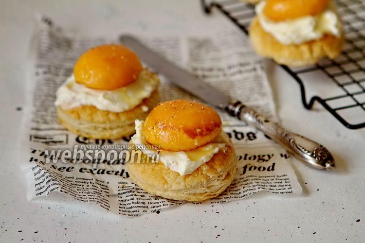 Фото Мини-слойки с абрикосом и творожным сыром