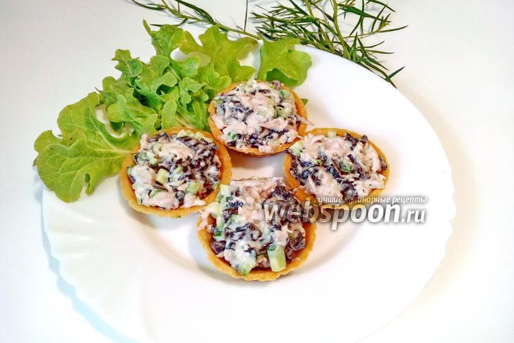 Фото Тарталетки с курицей и грибами с огурцом