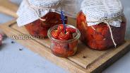 Фото рецепта Вяленые помидоры с чесноком и прованскими травами в духовке