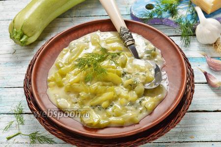 Кабачки тушёные с сыром и зеленью