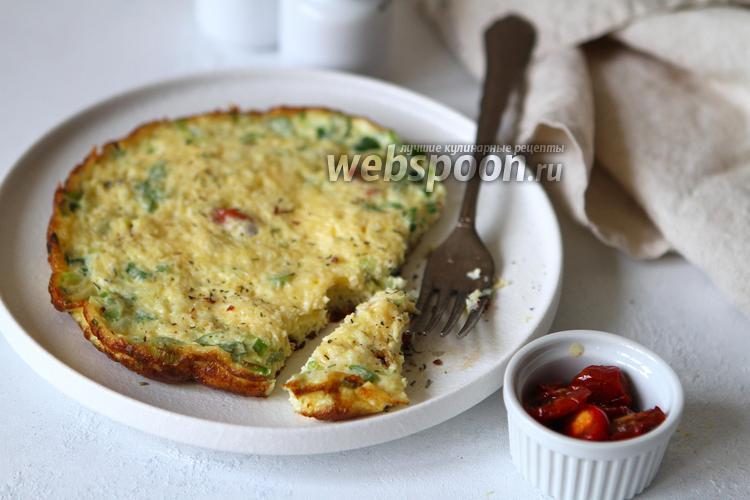Фото Омлет с вялеными помидорами, зелёным луком и сыром