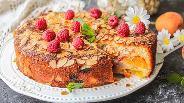 Фото рецепта Кекс с абрикосами и малиной