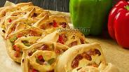 Фото рецепта Рулет с ветчиной, сыром и болгарским перцем. Видео-рецепт