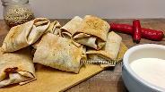 Фото рецепта Острые конвертики из лаваша с курицей, сыром и томатной пастой