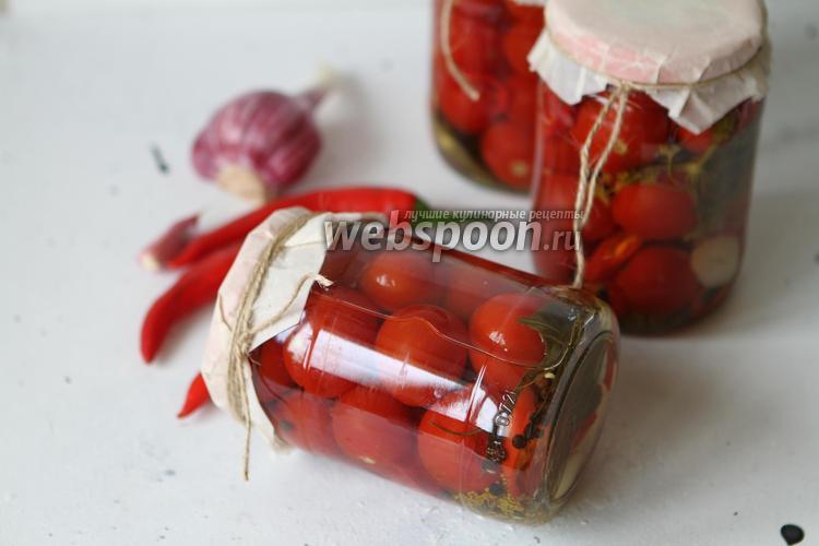 Фото Маринованные помидоры с перцем чили на зиму