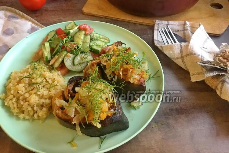 Фото Горбуша с луком и морковью на сковороде