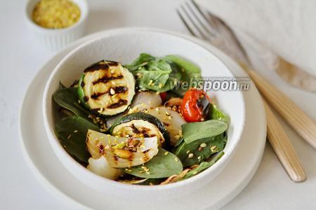 Салат из запечённых овощей со шпинатом и фисташками