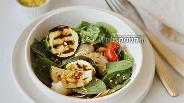 Фото рецепта Салат из запечённых овощей со шпинатом и фисташками