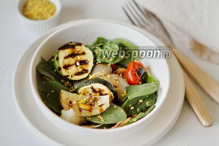 Фото Салат из запечённых овощей со шпинатом и фисташками