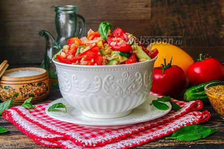 Салат из свежих овощей и булгура