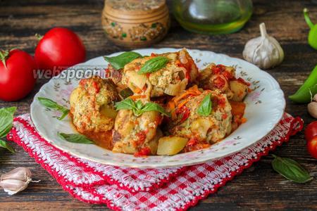 Мясные тефтели с макаронами в овощном соусе