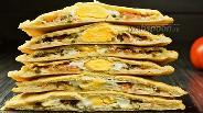 Фото рецепта Вы должны это увидеть — китайские лепёшки с яйцом. Видео-рецепт