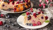 Фото рецепта Творожная запеканка с кокосовой мукой и ягодами