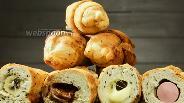 Фото рецепта Любимые вкусняшки по-новому — кунжутные круассаны с начинкой. Видео-рецепт