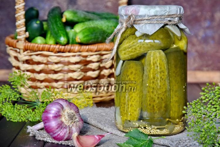 Фото Маринованные огурцы с листом смородины и с зёрнами горчицы