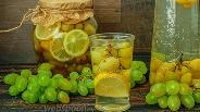 Фото рецепта Компот из белого винограда и лимона на зиму