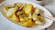 Фото рецепта Запечённый картофель с луком, розмарином и травами