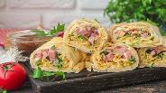 Фото рецепта Рулет из лаваша с ветчиной и спагетти