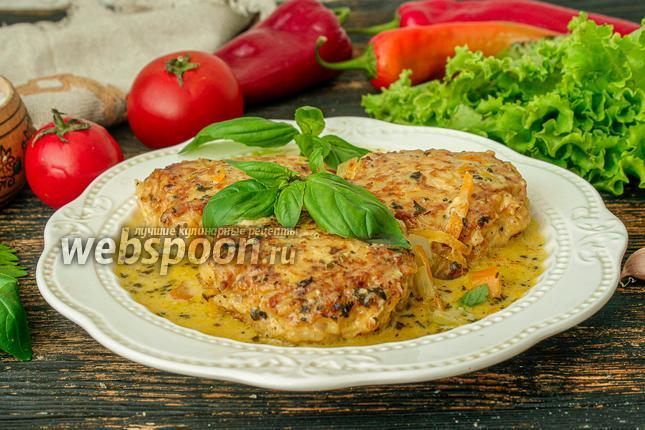 Фото Куриные тефтели с рисом в сметанном соусе