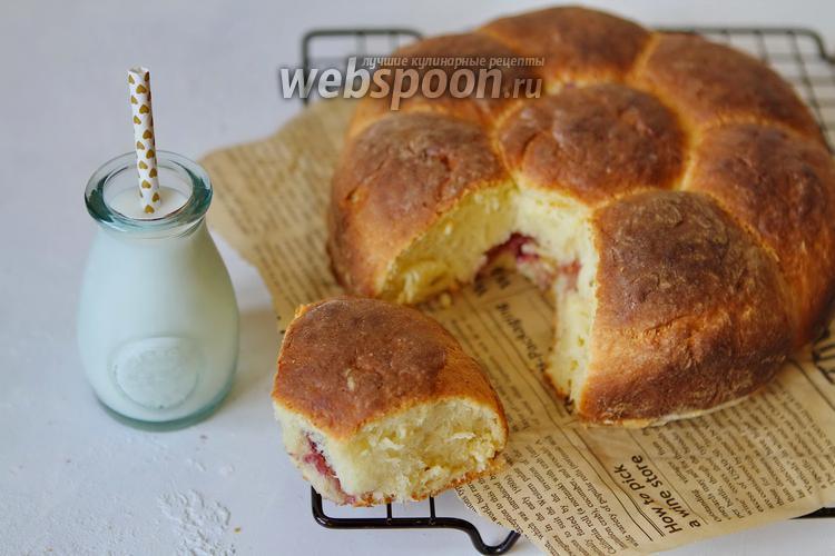 Фото Дрожжевые булочки с джемом из голубики