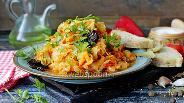 Фото рецепта Тушёная капуста с курицей и черносливом