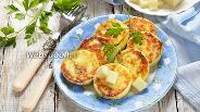 Фото рецепта Сырники с петрушкой и сыром сулугуни