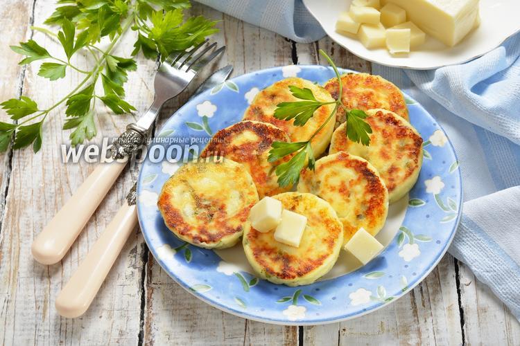 Фото Сырники с петрушкой и сыром сулугуни