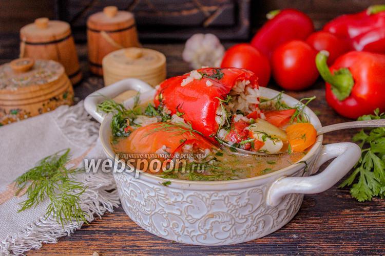 Фото Фаршированный перец в соусе с тушёными овощами