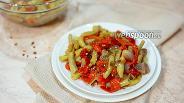 Фото рецепта Тёплый салат с запечённым перцем и стручковой фасолью