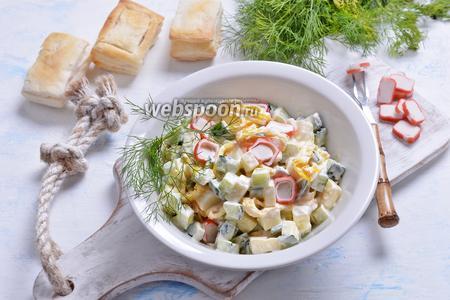 Фото рецепта Салат с сулугуни и крабовыми палочками