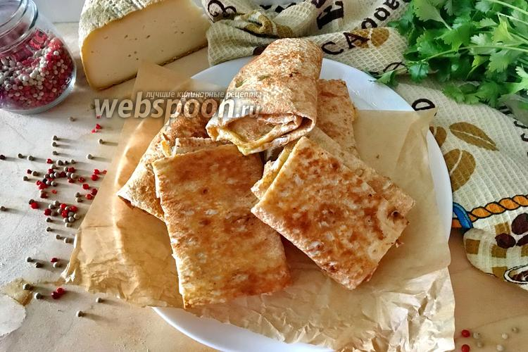 Фото Лаваш с кинзой и сыром на сковороде