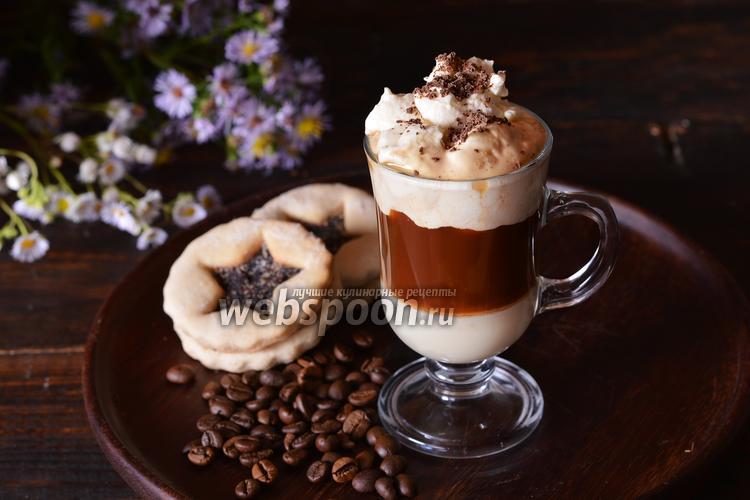 Фото Кофе со взбитыми сливками и сгущённым молоком