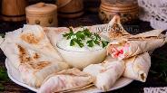 Фото рецепта Конвертики из лаваша с крабовыми палочками и сыром