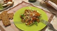 Фото рецепта Салат с жареной морковью и луком-пореем