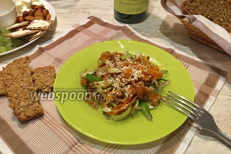 салат с жареной морковью и луком