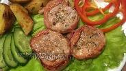 Фото рецепта Медальоны из свиной вырезки в беконе с клюквенным соусом