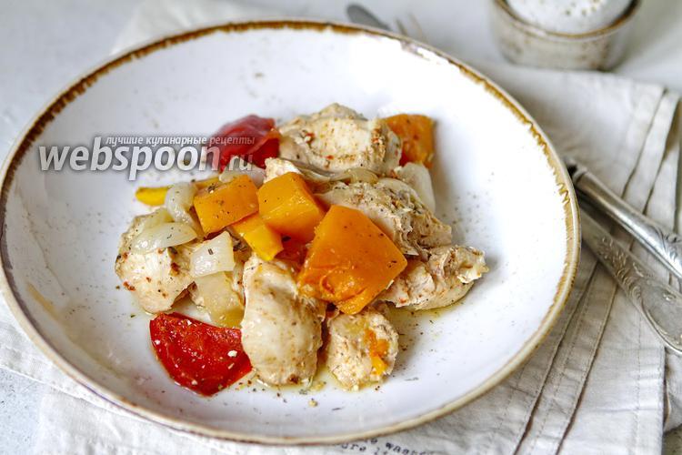 Фото Печёная тыква с курицей и овощами