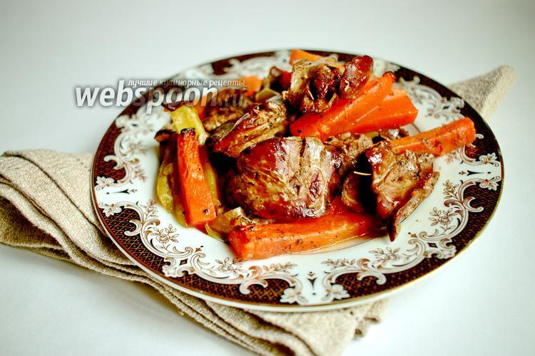 Фото Запечённая куриная печень с овощами в пергаменте
