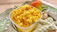 Фото рецепта Сырный салат с морковью и чесноком